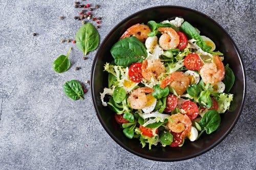 Apprenez à préparer des salades avec de l'avocat