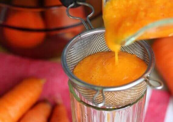 La préparation du sirop de carotte