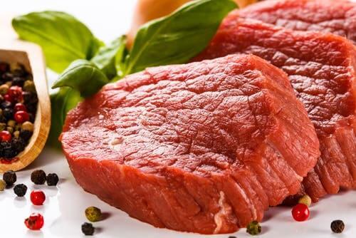 La viande rouge est riche en purines, qui permettent de réduire un taux élevé d'acide urique