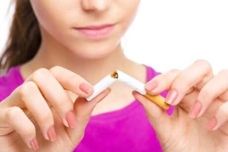 Dire non au tabac pendant la grossesse.