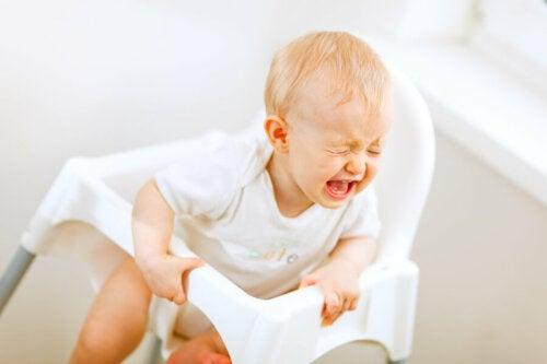 Mon bébé pleure après les repas : que faire ?