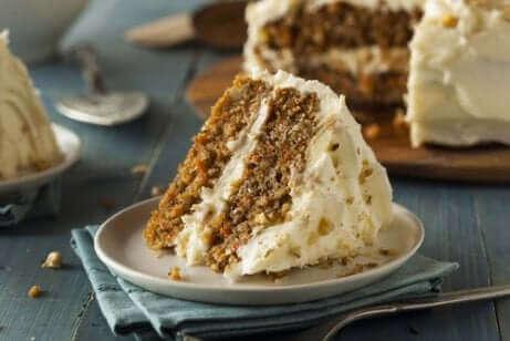 Une part de carrot cake.