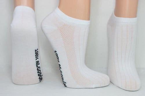 Changer de chaussettes tous les jours permet d'éviter les mauvaises odeurs de pieds
