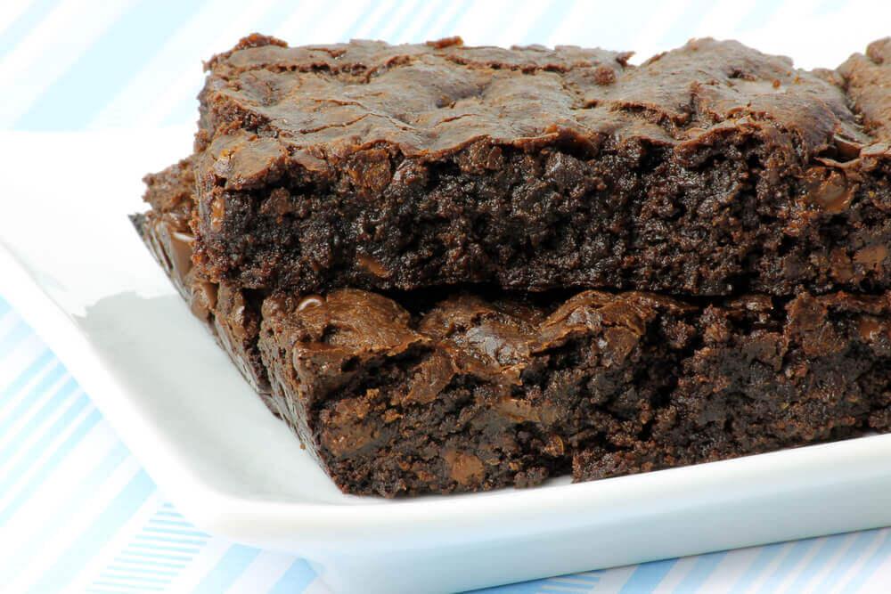 Un gâteau au chocolat sans sucre