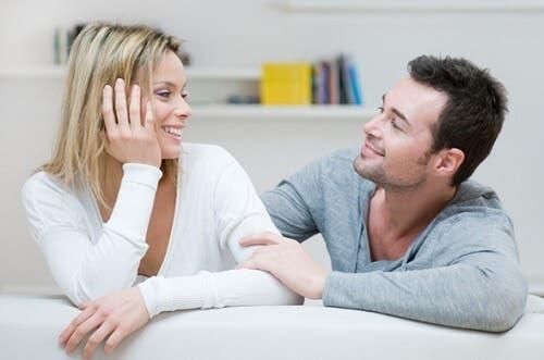 Parlez de vos beaux-parents avec votre partenaire