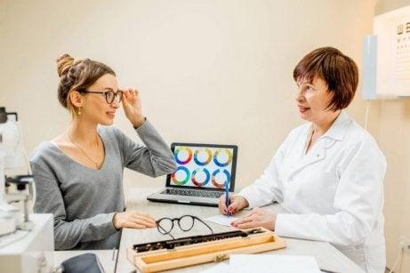 Le daltonisme implique des consultations chez l'ophtalmologue