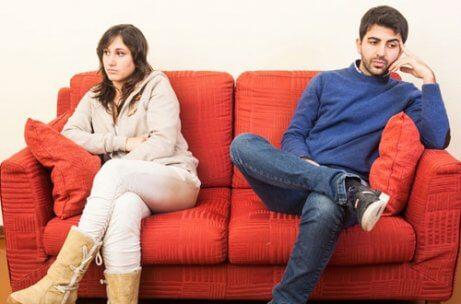 Un couple en plein divorce par consentement mutuel