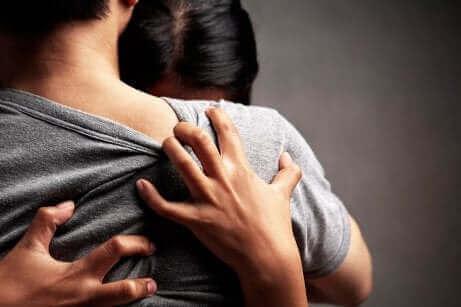 La codépendance émotionnelle au sein du couple.