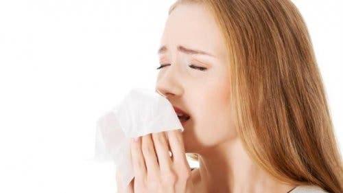 Les éternuements sont un des symptômes des maladies les plus fréquentes
