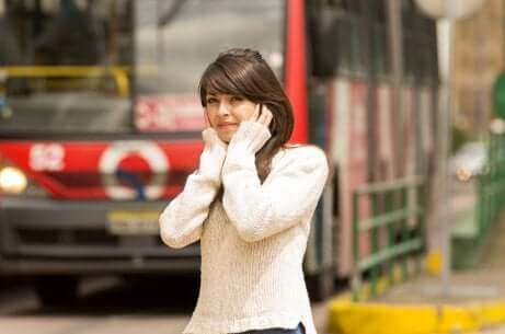 Une femme atteinte de misophonie.