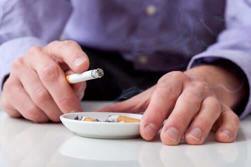 Le tabagisme augmente les risques de souffrir d'un accident vasculaire.