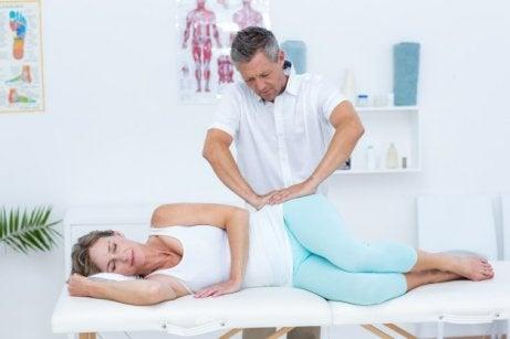 Un examen médical pour traiter la tendinopathie glutéale