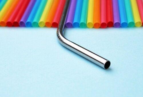 Les pailles en acier inoxydable, une alternative pour réduire le plastique