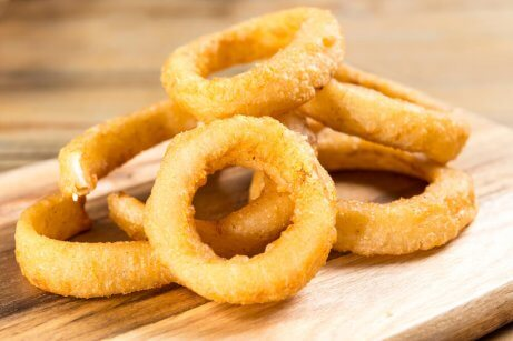 Des rondelles d'oignons frites