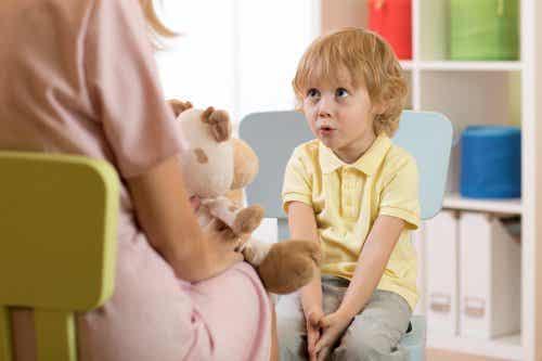 Retard de langage : types, symptômes et causes