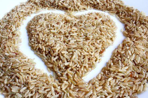 Salade de riz complet : délicieuse et faible en calories