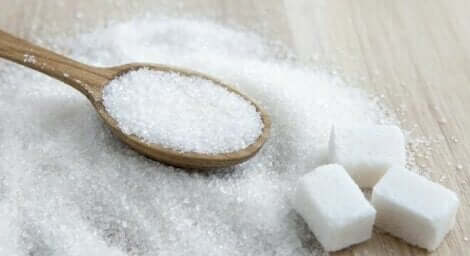 Une cuillère de sucre.