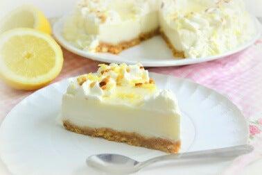 Une part de tarte au citron meringuée