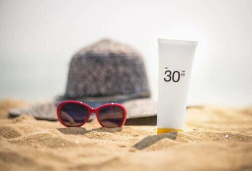 La protection de la peau du soleil est essentielle pour prévenir tout érythème solaire.