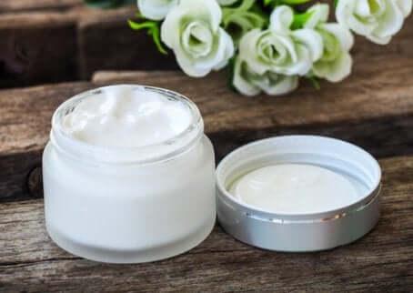 La lécithine est souvent utilisée pour élaborer des produits cosmétiques.