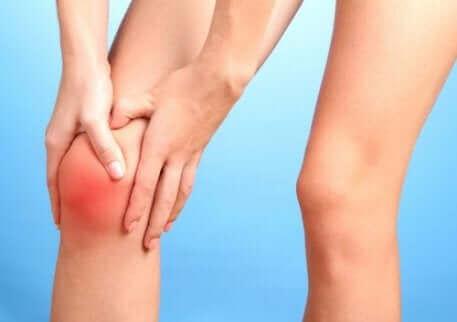 Des douleurs au genou.