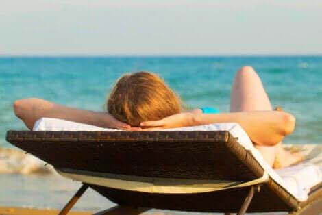 La mémoire de la peau face à l'exposition au soleil.