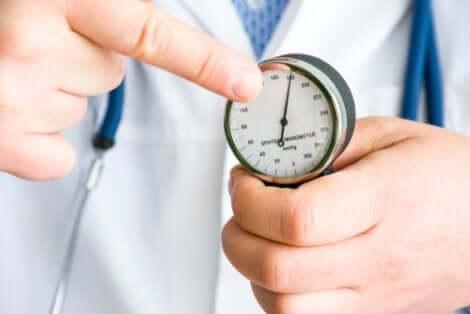 La cardamome permet de lutter naturellement contre l'hypertension artérielle.