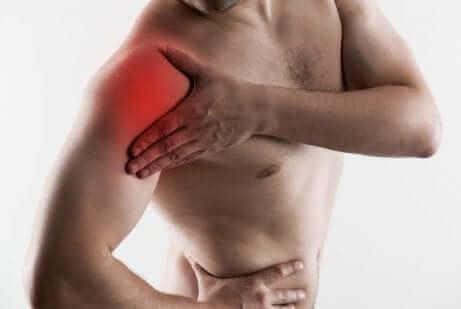 La tendinite à l'épaule consiste en une inflammation douloureuse.