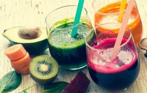 Les jus: une source de sucres simples.