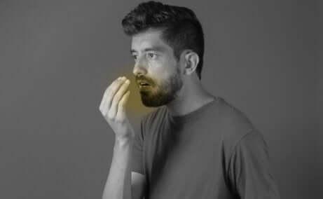 La cardamome est efficace contre la mauvaise haleine.