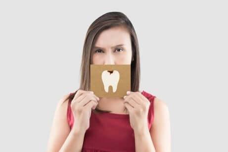 Les maux de dents et les bactéries qui causent des caries.