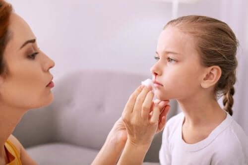 Saignements de nez chez les enfants : comment les traiter ?