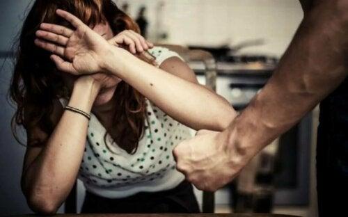 La violence machiste sur une femme.