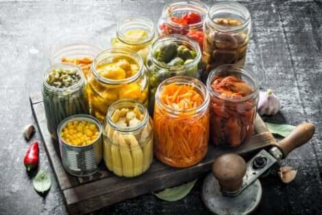 On peut diminuer la consommation de sodium en mangeant moins d'aliments en conserve.
