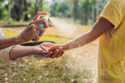 Prendre soin de la peau des enfants pendant l'été.