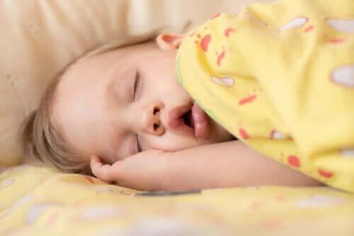 Apnée du sommeil chez les bébés : causes et symptômes