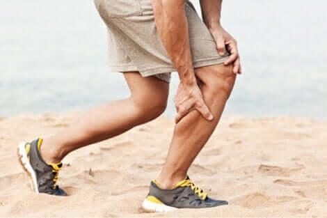 Une crampe musculaire due à un manque de calcium.