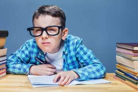 Un enfant touché par l'astigmatisme.