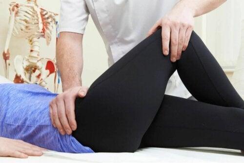 Exercices à réaliser à domicile pour la bursite de la hanche.