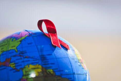 Le ruban du sida sur un globe.