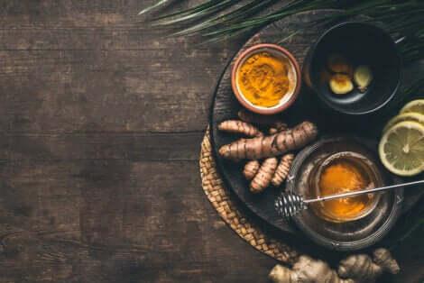 Les ingrédients du thé au curcuma.