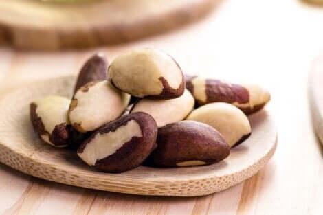 En cas d'hyperthyroïdie, les noix du Brésil doivent faire partie de l'alimentation.