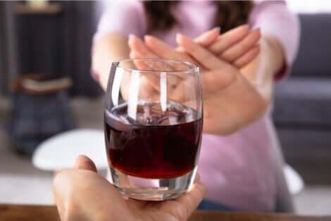 L'alcool fait partie des aliments interdits pendant la grossesse.