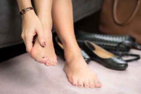 Le paronychia aux pieds.