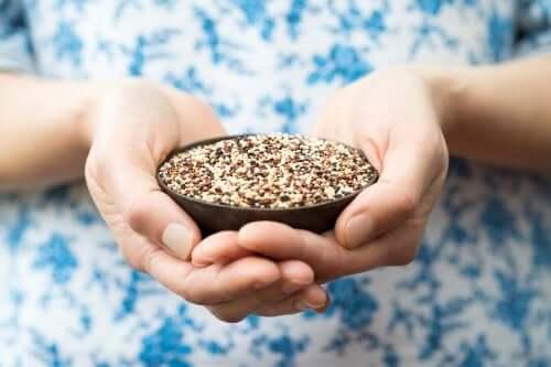 Des graines dans un bol.