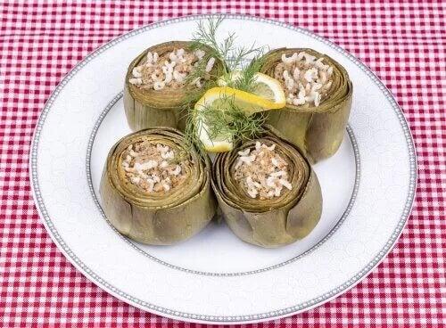 Vous serez étonnés du goût de artichauts farcis au riz.