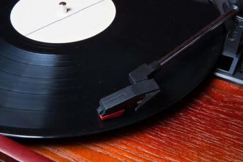 Comment décorer avec des vinyles : 5 idées originales