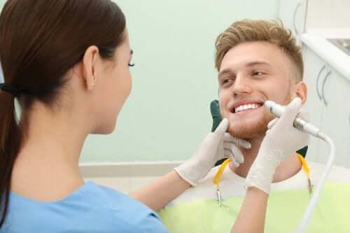 Comment enlever le tartre des dents : 4 conseils