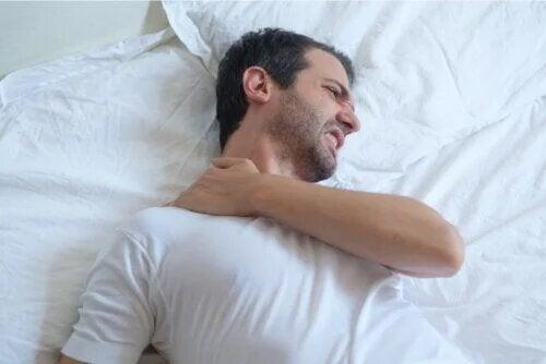 Conseils pour dormir avec une tendinite à l'épaule