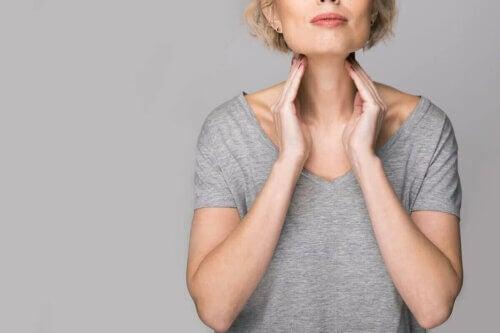 Les problèmes de cordes vocales chez une femme.